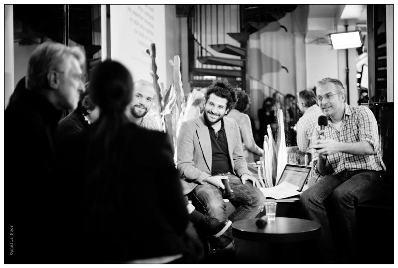 Avec Jeff Jarvis à la Cantine numérique de Paris en décembre 2011 en compagnie de Ziad Maalouf (RFI), Olivier Tesquet (Télérama), Pierre Haski (Rue89) et Marie-Catherine Beuth (Le Figaro)